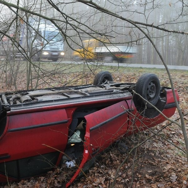 Właściciel samochodu, który dachował, nie zgłosił wypadku Straży Pożarnej, ani Policji.