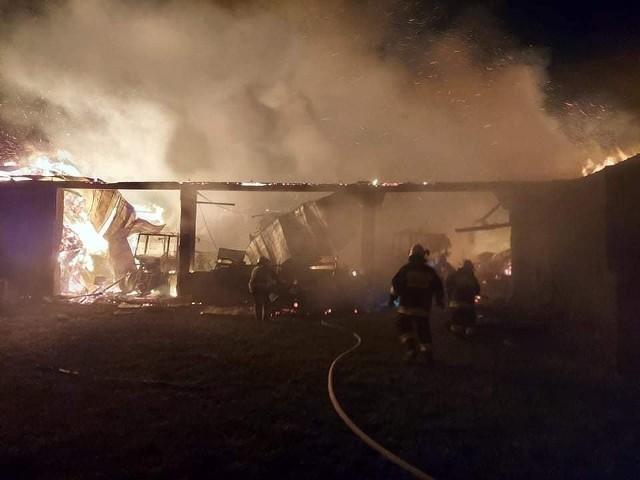 Potoczyzna. Pożar gasiło 11 zastępów straży pożarnej