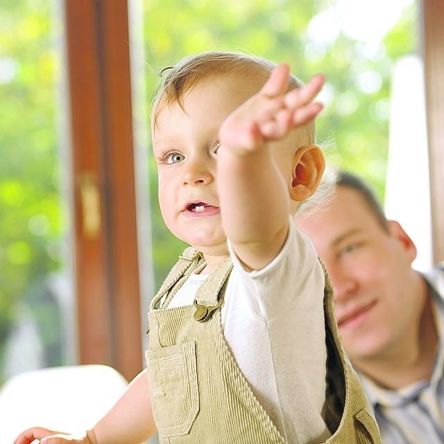 Po rodzicach zawsze dziedziczą dzieci. Po jednym z małżonków - drugi małżonek oraz dzieci.
