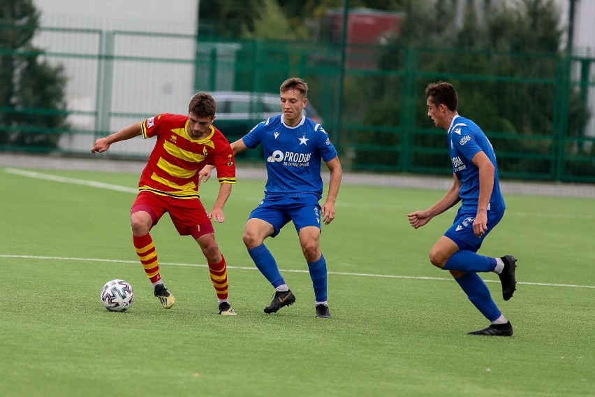 Wisła Kraków w zaległym meczu Centralnej Ligi Juniorów U-18 przegrała z Jagiellonią Białystok, ale po wygranej nad Arką Gdynia i tak została nowym liderem.