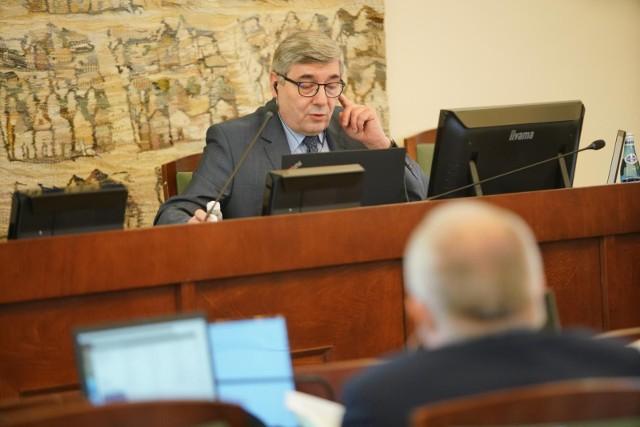 Poznańscy radni zagłosowali za udzieleniem wotum zaufania i absolutorium dla władz miasta za wykonanie budżetu w 2020 r. Głosowanie poprzedziła prezentacja raport o stanie miasta i sprawozdzania finansowego.