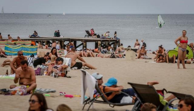 Planujesz wakacje nad polskim morzem? Zobacz, jaka pogoda będzie w lipcu nad morzem: będzie padać, a może żar będzie lał się z nieba? Przygotowaliśmy długoterminową prognozę pogody na lipiec 2020.Aby przejść do galerii, przesuń zdjęcie gestem lub naciśnij strzałkę w prawo.