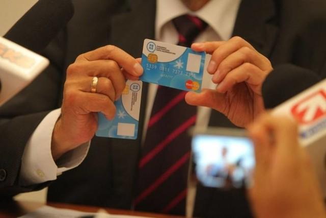 W przypadku zgłoszenia utraty lub uszkodzenia karty PEKA, na której był zapisany ważny bilet okresowy, pasażer ma prawo otrzymać bilet zastępczy