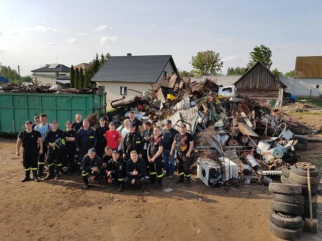 Ochotnicza Straż Pożarna w Suchowoli wysprzątała ze złomu podwórka mieszkańców. Teraz mogą kupić sprzęt na co dzień potrzebny w ich pracy