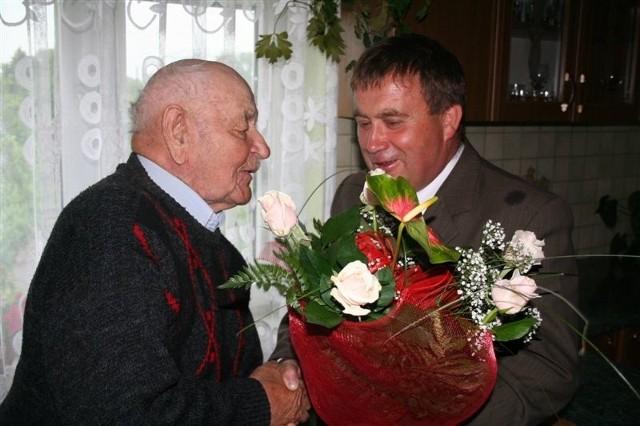 Dziś Czesława Żebrowskiego - najstarszego mieszkańca gminy Andrzejewo odwiedził wójt Antoni Cymbalak.