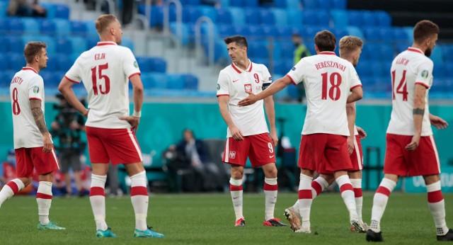 Spotkanie z Hiszpanami to ostatni gwizdek dla reprezentacji Polski, żeby pozostać na turnieju Euro 2020. Porażka ze Słowacją oznacza zmiany personalne w pierwszej jedenastce naszej drużyny. Paulo Sousa ma plan na ten mecz. Właśnie takim składem mamy zagrać z Hiszpanią. Zobacz przewidywany skład na sobotni mecz.Przesuwaj zdjęcia w prawo - naciśnij strzałkę lub przycisk NASTĘPNE, albo przewiń gestem na urządzeniu mobilnym.