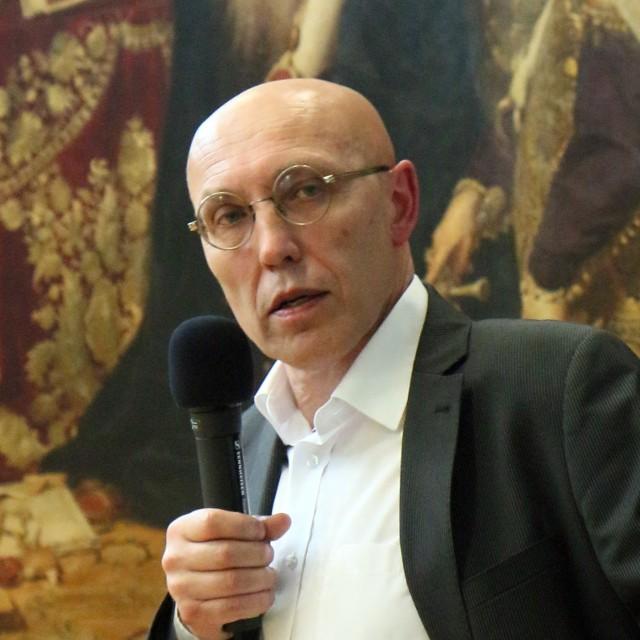 Tomasz Pietrasiewicz, dyrektor Ośrodka Brama Grodzka - Teatr NN, autor przewodnika