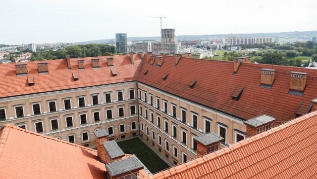 """Kiedy nowy budynek będzie gotowy i  """"zagospodarowany"""", sędziowie będą mieć 6 miesięcy, aby opuścić Zamek Lubomirskich."""