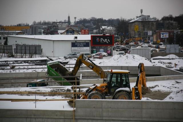 Pomimo trudnych, zimowych warunków prowadzone są prace związane z budową Trasy Łagiewnickiej.