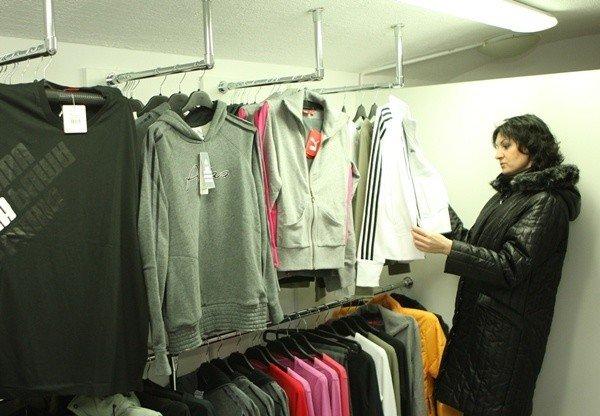63373726e0f36 W Outlet Maxx można kupić ubrania renomowanych marek sportowych.