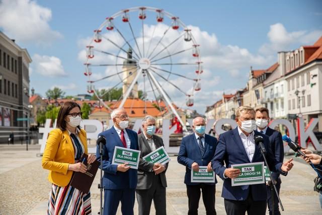 Tak dla S8 od Augustowa do Białegostoku - apelowali na Rynku Kościuszki samorządowcy, przedsiębiorcy i poseł.