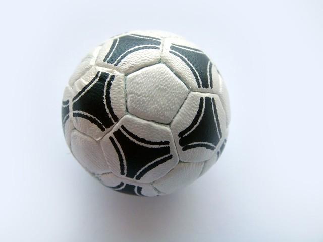 W 19. kolejce II ligi mężczyzn koszalińscy szczypiorniści przegrali ze Szczypiorniakiem 31:33.
