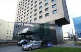 Wyskoczył przez okno w hotelu Novotel przy Piłsudskiego! Samobójstwo w centrum Łodzi [zdjęcia]