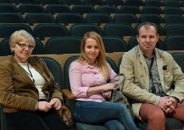 Od lewej: Marianna Blaszko, Urszula Kużel i Siergiej Naumow, którzy przysłuchiwali się środowej debacie na temat lotniska.