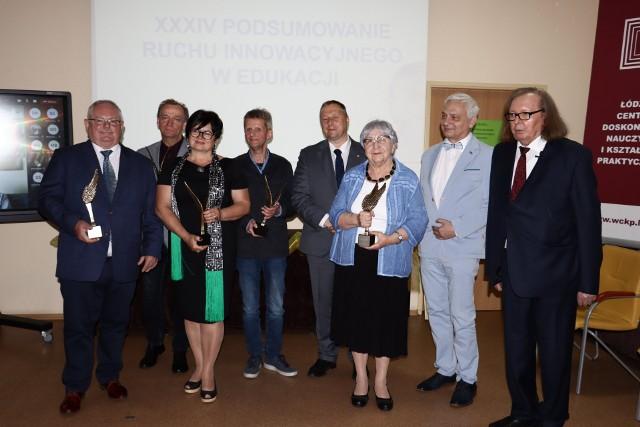 We wtorek, 15 czerwca 2021 Łódzkie Centrum Doskonalenia Nauczycieli i Kształcenia Praktycznego podsumowało ruch innowacyjny, wspierający edukację. Wydarzenie miało charakter hybrydowy - tylko kilka osób mogło wziąć udział osobiście, a pozostali - uczestniczyli w uroczystości online.