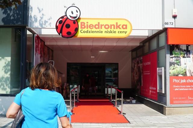 Glovo dostarczy zakupy też w niedziele niehandlowe z Biedronki.
