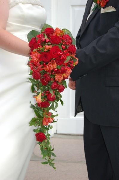 Zdaniem psycholog, lepiej podejmować decyzję o małżeństwie po 3-4 latach, kiedy już nie działamy tak bardzo pod wpływem zakochania, a partner jest sprawdzony w różnych sytuacjach.