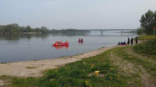 To już trzeci dzień poszukiwań kobiety, która w piątkową noc wpadła do rzeki w Chełmnie