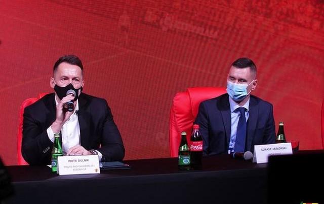 Piotr Dulnik, przewodniczący Rady Nadzorczej Korona S.A. i Łukasz Jabłoński, pozytywnie zaopiniowany na funkcje prezesa zarządu.