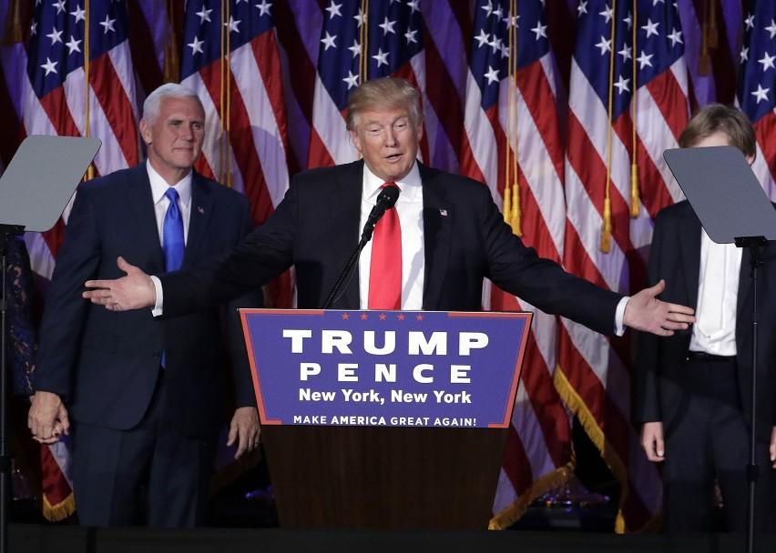 Wyniki wyborów w USA: Zobaczcie na zdjęciach jak cieszą się zwolennicy Donalda Trumpa, a jak na wieść o dotychczasowych wynikach reagują wyborcy Hilary Clinton