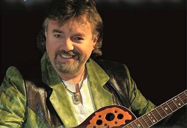 Mariusz Kalaga preferuje melodyjne, rytmiczne piosenki. Wystąpi 13 listopada w Grudziądzu