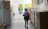Jak wyglądają wywiadówki w szkołach podstawowych dobie koronawirusa? Okazuje się, że różnie