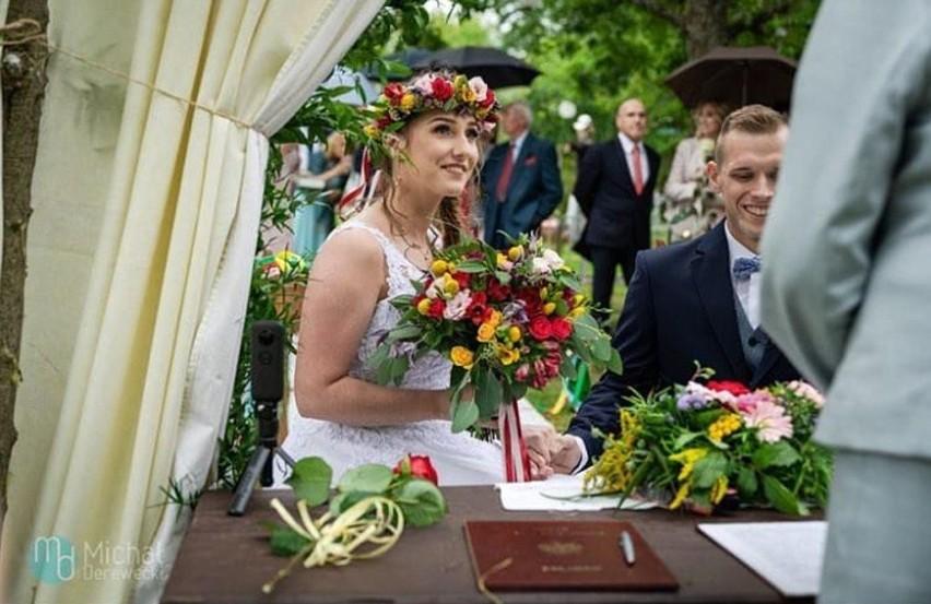 Po okresie kwarantanny związanej z koronawirusem znowu można organizować śluby i wesela. Postanowiliśmy sprawdzić, jakie zdjęcia związane z tematyką ślubów i wesel w Koszalinie i okolicach można znaleźć na Instagramie. To przede wszystkim zdjęcia archiwalne.