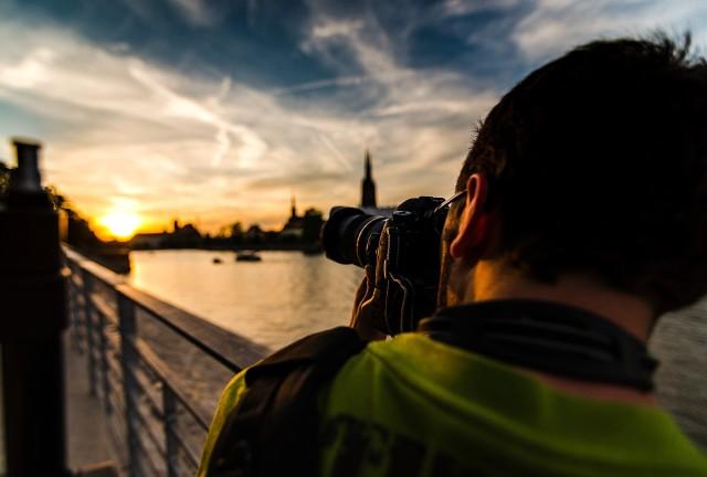 To nie Photoshop, a niezwykłe zdjęcia Wrocławia. Czasem nie zdajemy sobie sprawy, w jak pięknym mieście mieszkamy. Wschody i zachody słońca są tylko piękne nad morzem? Ten mit również obalamy. Zobaczcie, jak wygląda Wrocław na Instagramie. Kliknij w pierwsze zdjęcie i kieruj się strzałkami, by przeglądać dalej.