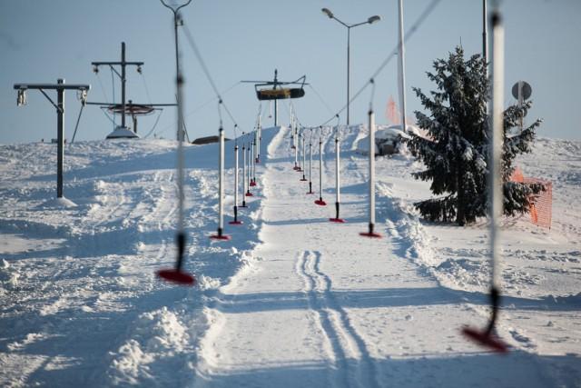 Ze stoku narciarskiego w Myślęcinku można korzystać w dni powszednie od godz. 11 do 21, zaś w weekendy kasa otwierana jest o godzinę wcześniej.