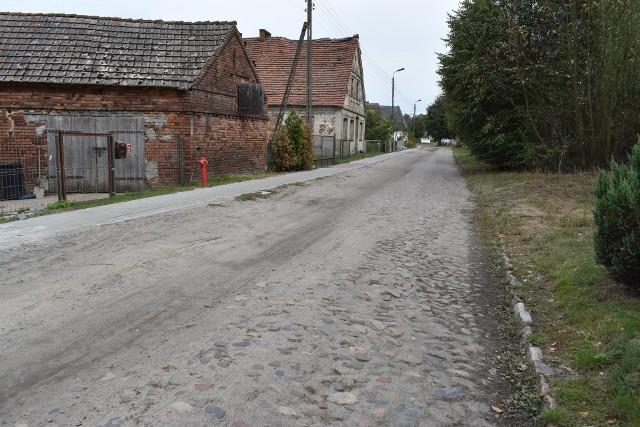 Przez lata mieszkańcy starali się o remont drogi przez Chromów. I wszystko wygląda na to, że się doczekają.