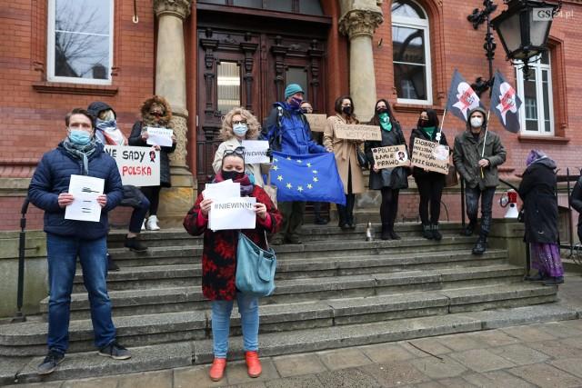 W związku z rozprawą w czwartek przed sądem odbył się wiec poparcia dla obwinionych uczestników zeszłorocznego protestu przed seminarium.