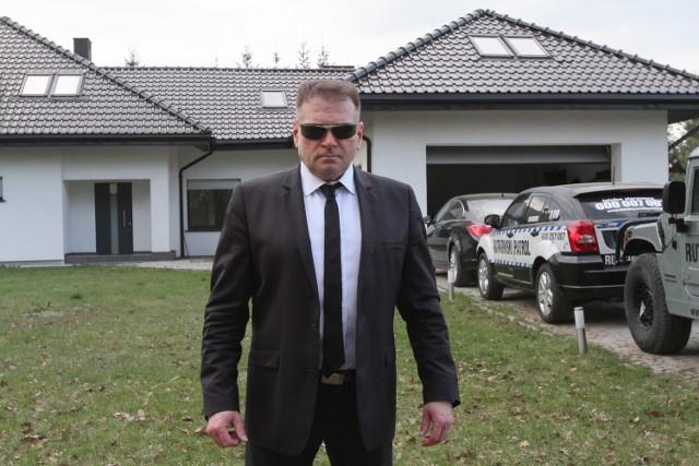 Dom Krzysztofa Rutkowskiego, zobacz jak mieszka łódzki detektyw Krzysztof RutkowskiZobacz na kolejnych slajdach zdjęcia domu Krzysztofa Rutkowskiego
