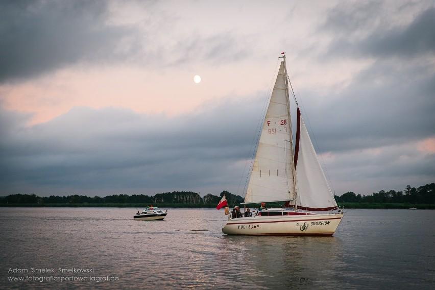 W piątek wieczorem odbyła się widowiskowa parada jachtów na...