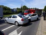 Wypadek na obwodnicy śródmiejskiej. Skoda wjechała na jezdnię w przeciwnym kierunku (ZDJĘCIA)