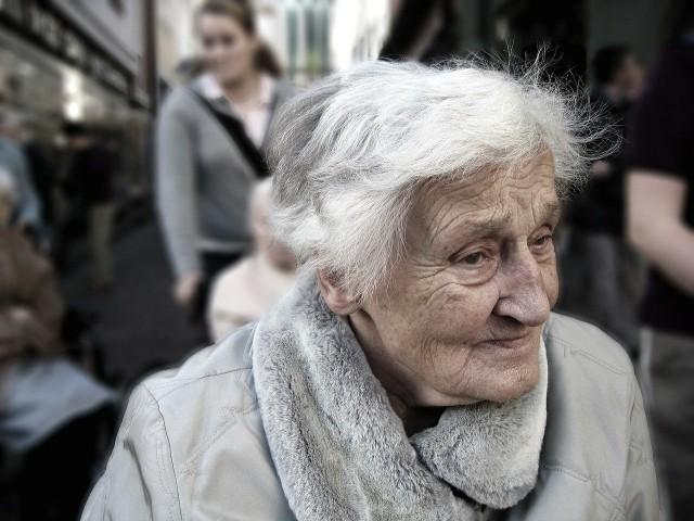 Seniorka z Lublina padła ofiarą oszusta. Poznany w sieci mężczyzna wyłudził od niej 170 tys. zł.