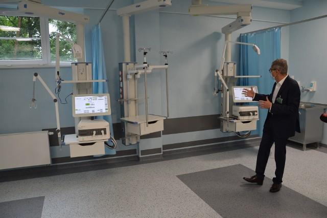 Doktor Aleksander Zieliński w jednej z dwóch sal Oddziału  Anestezjologii i Intensywnej Terapii przed wyposażeniem