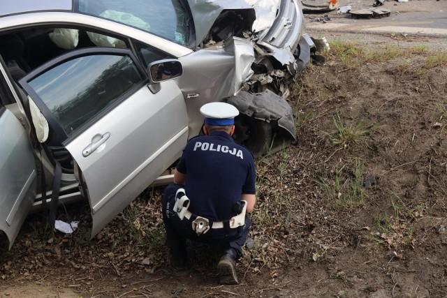 Do dachowania samochodu w Buszkowie niedaleko Bydgoszczy doszło w piątek, 31 lipca, przed godz. 10.00