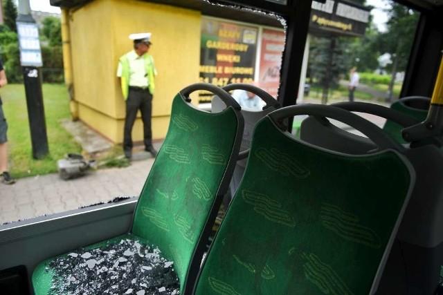 Policja szuka osoby, która strzeliła do autobusu