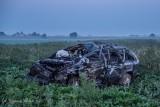 Śmiertelny wypadek w Orlince. Samochód wylądował na polu. Kierowca wypadł z auta. Nie przeżył. Zobacz zdjęcia