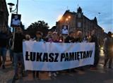 """Marsz pamięci Łukasza Porwolika W Świętochłowicach. """"Jesteśmy tutaj, żeby się zjednoczyć"""". Mężczyzna został zastrzelony"""