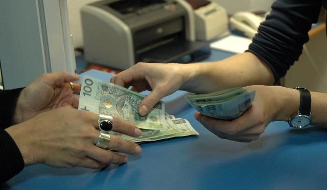 Na stronie banku widnieją pouczenia, by zostać w domu i wszystko łącznie z kredytem załatwić przez telefon lub przez internet