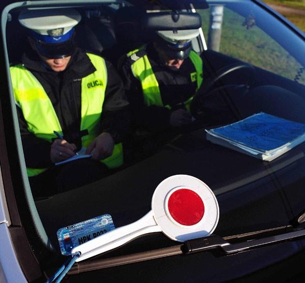 Obaj zatrzymani przez policję kierowcy staną przed sądem.