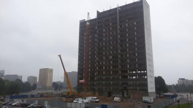 Miesiąc później DOKP nie ma już połowy piętra (z lewej)