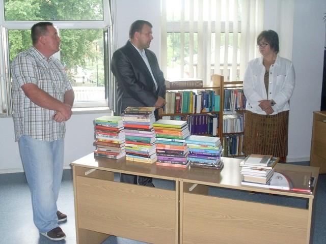 Swoje książki przekazali Robert Bartkowski, Dariusz Maciak oraz Maria Rochowicz