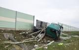 Wypadek pod Stargardem. Ciężarówka przebiła ekrany akustyczne na obwodnicy Kobylanki, Morzyczyna i Zieleniewa ZDJĘCIA