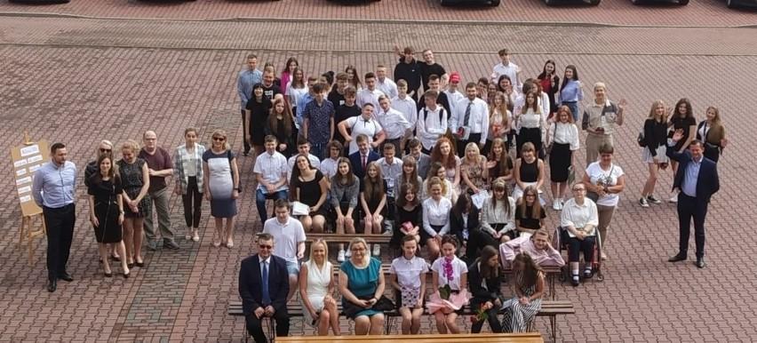 Zakończenie roku szkolnego w Powiatowych Zespole Szkół w Bodzentynie, w powiecie kieleckim (ZDJĘCIA)