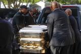 USA: Pogrzeb George'a Floyda. Zdjęcia. Tłumy ludzi w Houston, policja i wojsko mają utrzymać spokój
