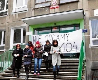 Rodzice i nauczyciele protestowali przeciwko likwidacji szkół FOT. ANDRZEJ WIŚNIEWSKI