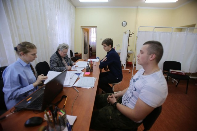 Mężczyźni urodzeni w 1999 roku, czyli obecni 19-latkowie z Piotrkowa, muszą zgłosić się na komisję wojskową
