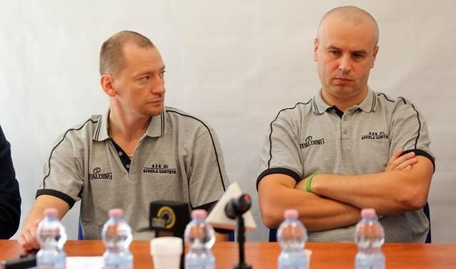 Od lewej Piotr Trepka (zawodnik AZS UŁ Szkoła Gortata) i Piotr Zych, szkoleniowiec drużyny